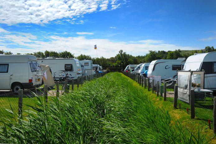 Toeristen bij camping Janse in Zoutelande.