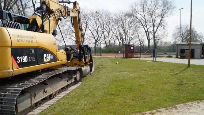 """Aanleg twee padelvelden gestart op Watewy: """"Tegen half mei kan er al gespeeld worden"""""""