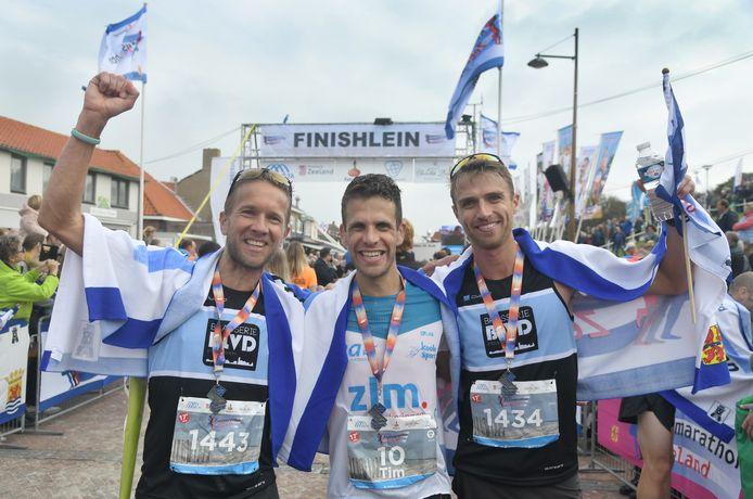 Ralph Wiessner, Tim Pleijte en Erwin Adan (vlnr) zijn trainingsmaten en halen alle drie het podium in Zoutelande.