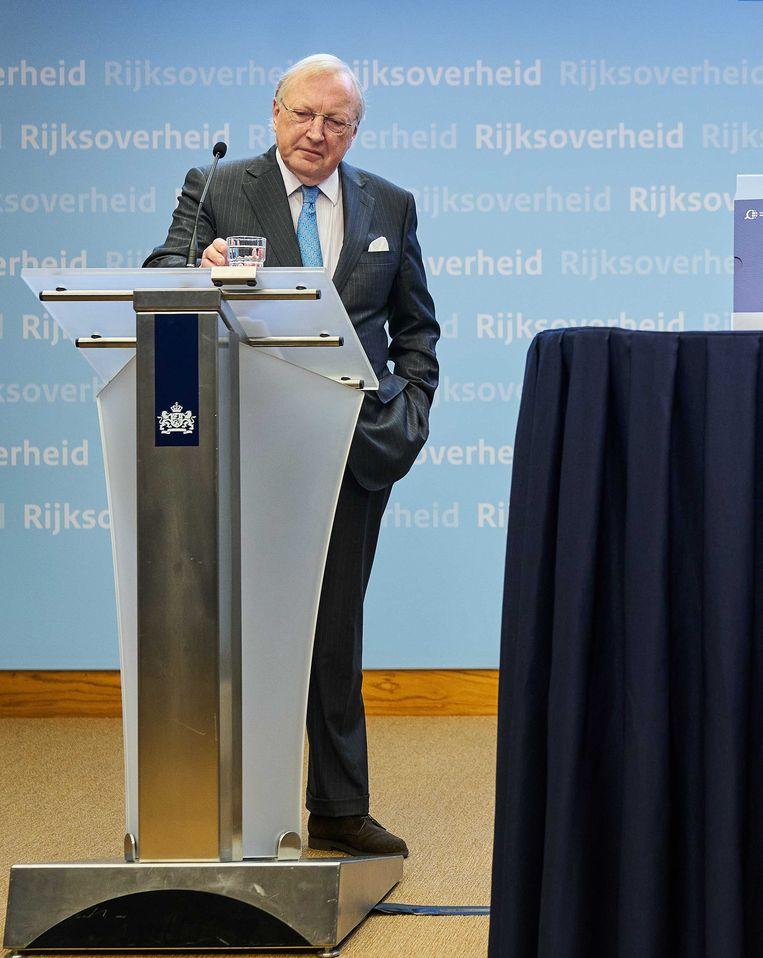Commissievoorzitter Tjibbe Joustra  tijdens de presentatie van het eindrapport van de Commissie onderzoek interlandelijke adoptie in februari. De commissie onderzocht de  mogelijke misstanden rond adopties  tussen 1967 en 1998, en de rol van de Nederlandse overheid daarbij.  Beeld ANP