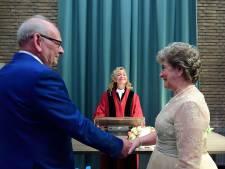 Bijzondere huwelijksvoltrekking in Hoogerheide: dochter Sandra trouwt haar moeder Chrisje en Leen