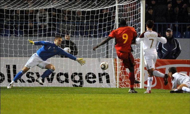 Romelu Lukaku scoort tegen Rusland op 17 november 2010. Beeld Photo News