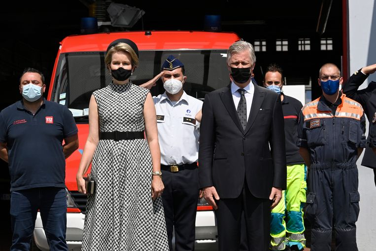 Koning Filip en koningin Mathilde wonen een plechtigheid bij in Verviers op de dag van Nationale Rouw. Beeld BELGA