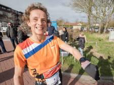 Leonie Ton geniet en wint in de Belgische modder