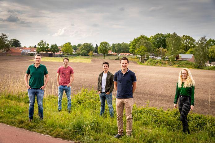 Someren-Eind ED2020-4234 5 jongeren hebben interresse in een woning van project Goede Vaart. (vlnr) *Daan Velings*, *Koen van Lierop*, *Tom Swinkels*, *Willem van Gemert* en *Veerle van den Biggelaar*.