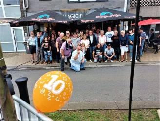 """'Magic Pub' viert tien jarig bestaan met groot feest voor de klanten: """"Nog geen minuut spijt dat we hier café gestart zijn"""""""