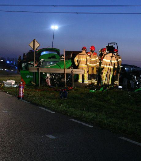 Frontale aanrijding op N758 tussen Zwolle en Nieuwleusen: twee gewonden