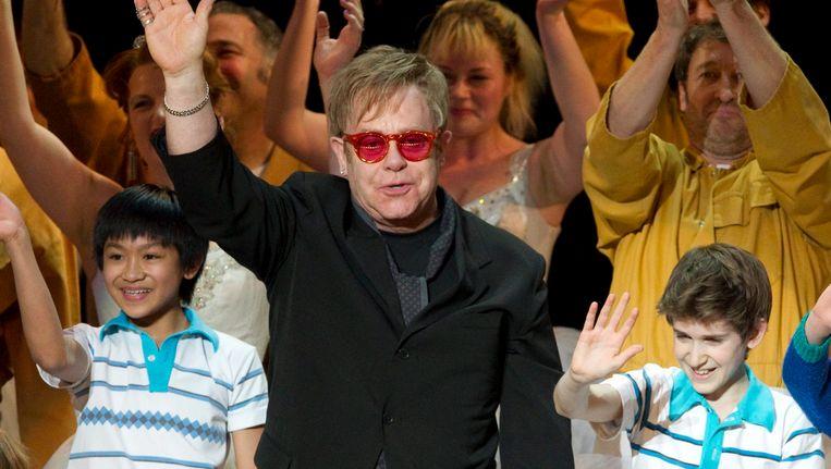 Elton John bij een uitvoering van het toneelstuk Billy Elliot. Beeld AP
