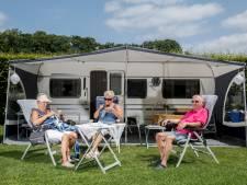 Daar zitten we weer op de Nederlandse camping, gevaccineerd en wel: 'Niet die Franse hitte, dat is ook best lekker'