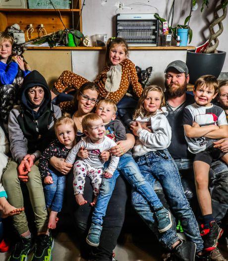 """Kelly, une Belge de 32 ans, attend son 12e enfant: """"Nous ne faisons pas ça pour les allocations familiales"""""""
