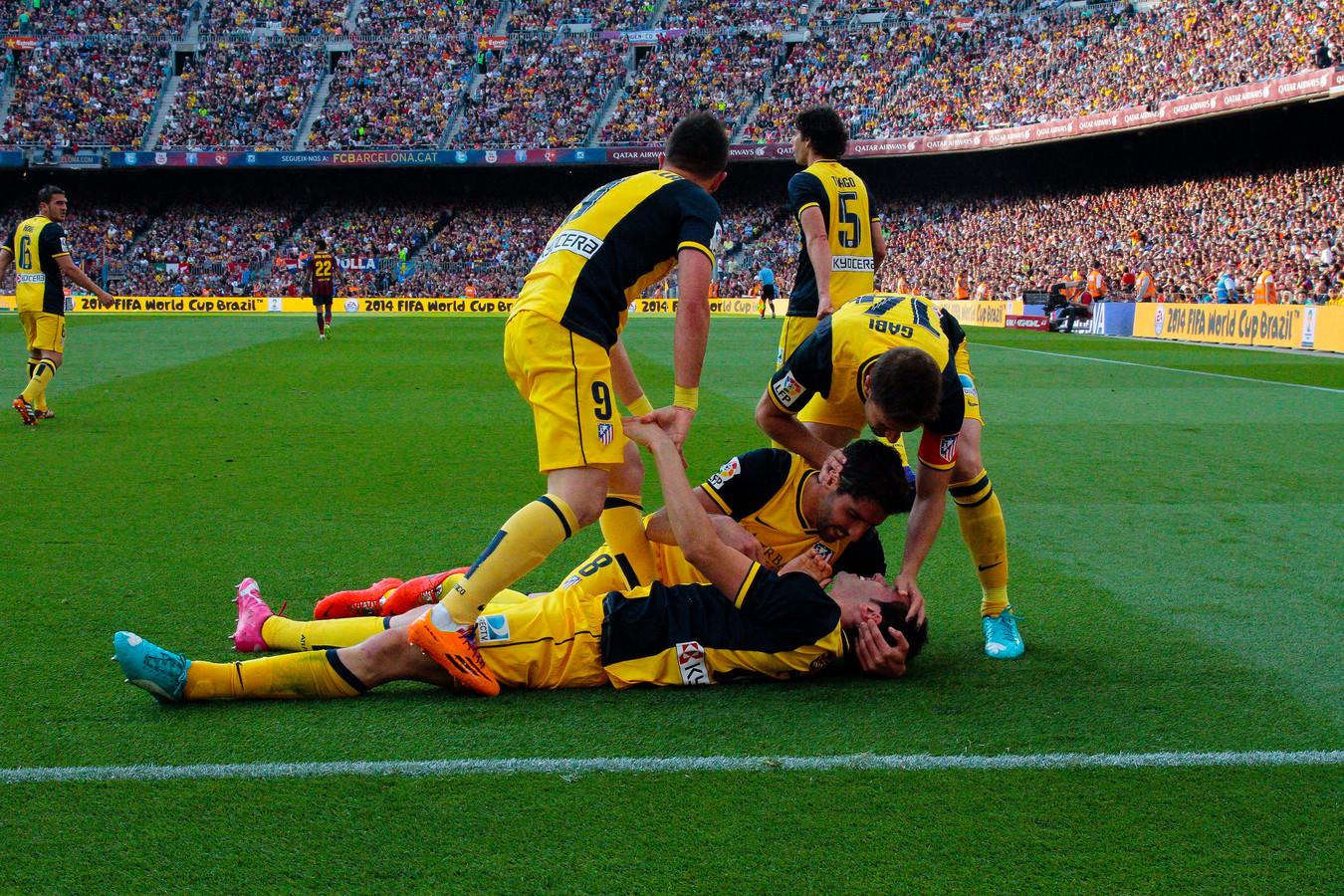 Atlético viert het kampioenschap na de goal van Godín tegen Barcelona.