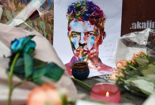 Veel fans wereldwijd herdenken de zanger.