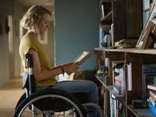 Clouée dans un fauteuil roulant après un accident survenu en vacances, elle doit sa renaissance à une pie