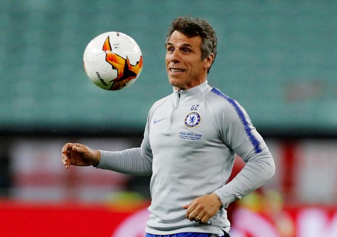 Zola als assistent vlak voor de Europa League-finale tegen Arsenal.