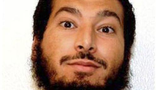 Adil Hadi al Jazairi Bin Hamlili aurait été impliqué dans trois attentats survenus en 2002. La CIA est convaincue qu'il agissait en qualité d'informateur auprès des services secrets britanniques et canadiens.