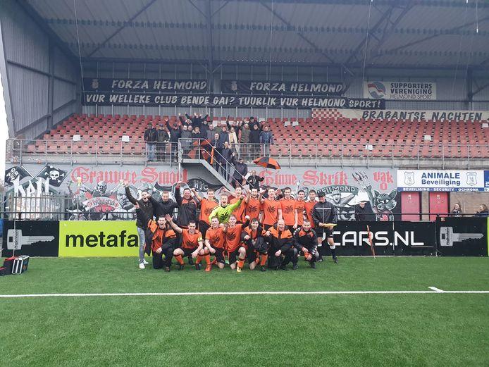 Excellent vier feest in het stadion van Helmond Sport na de 4-0 zege op Helmondia.