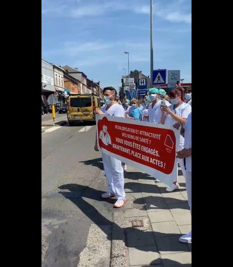 """""""Infimières! En colère!"""": au Grand Hôpital de Charleroi, on manifeste sur le temps de midi"""