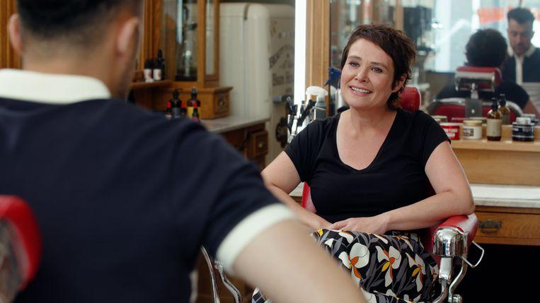 Özcan Akyol en Griet Op de Beeck in 'De geknipte gast' Beeld BNNVARA