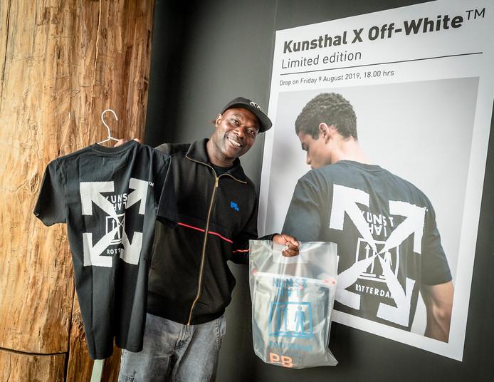 Liefhebbers van het modemerk Off-White stonden in de rij om het exclusieve shirt te scoren.