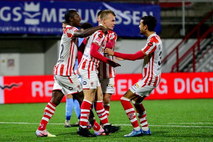 11-12-2020: Voetbal: TOP Oss v Jong PSV: Oss Keuken Kampioen Divisie seizoen 2020-2021 L-R: Lion Kaak of TOP Oss celebrates after scoring his sides third goal