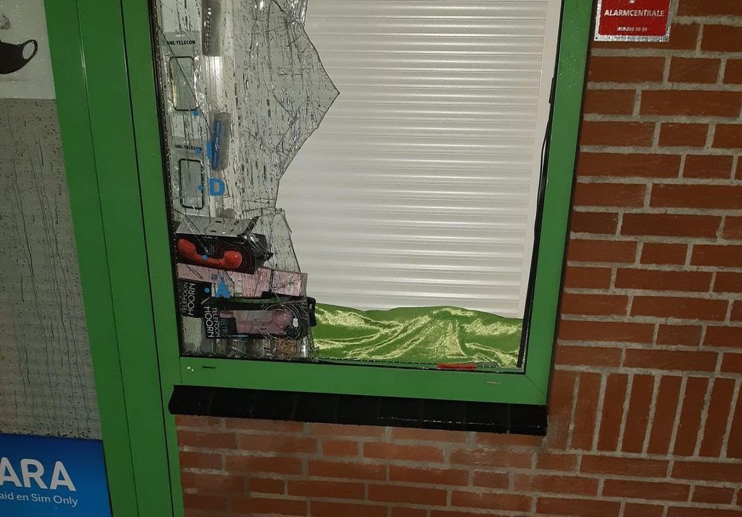 Inbrekers hebben toegeslagen in een telefoonwinkel in het centrum van Zevenaar.