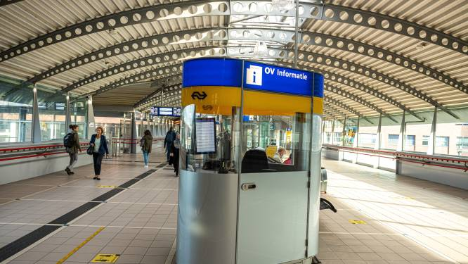 Servicemedewerkers NS leggen werk neer in Amersfoort