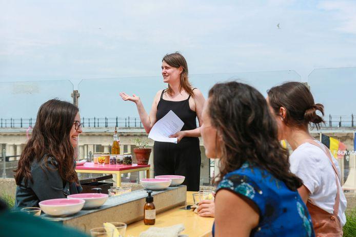 Sien Vanmaele tijdens een van haar kookworkshops.
