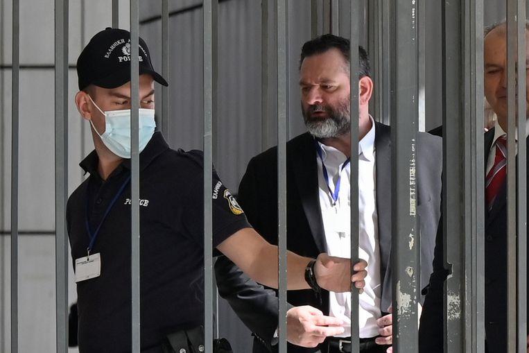 Ioannis Lagos zit weer achter tralies, net als vorig jaar oktober toen hij in afwachting was van zijn vonnis als lid van neonazipartij Gouden Dageraad. Op de dag van de uitspraak vertrok hij als Europarlementariër naar Brussel.  Beeld Getty Images