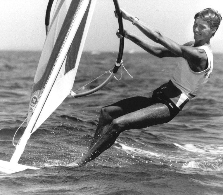 Stephan van den Berg wint in Los Angeles 1984 goud met windsurfen. Beeld ANP