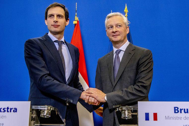 Minister Wopke Hoekstra en zijn Franse ambtgenoot Bruno Le Maire, die onaangenaam verrast was door de Nederlandse aankoop van aandelen Air France-KLM. Hoekstra moest eerder dit jaar in Parijs uitleg geven. Beeld ANP