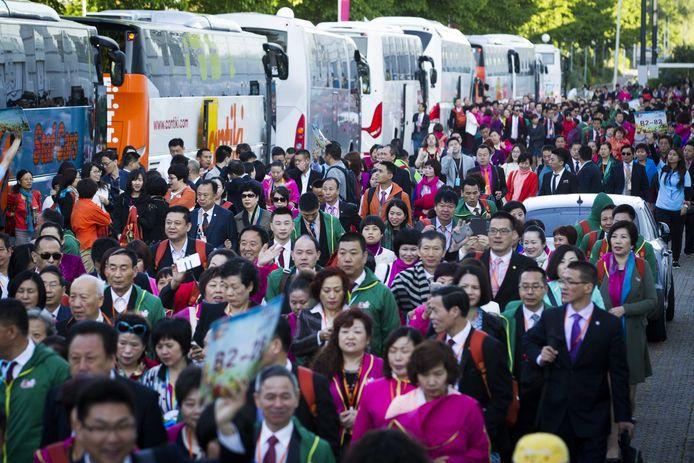 2015:  Werknemers van het Chinese bedrijf Perfect brengen een bezoek aan de Jaarbeurs tijdens een bedrijfsuitje.