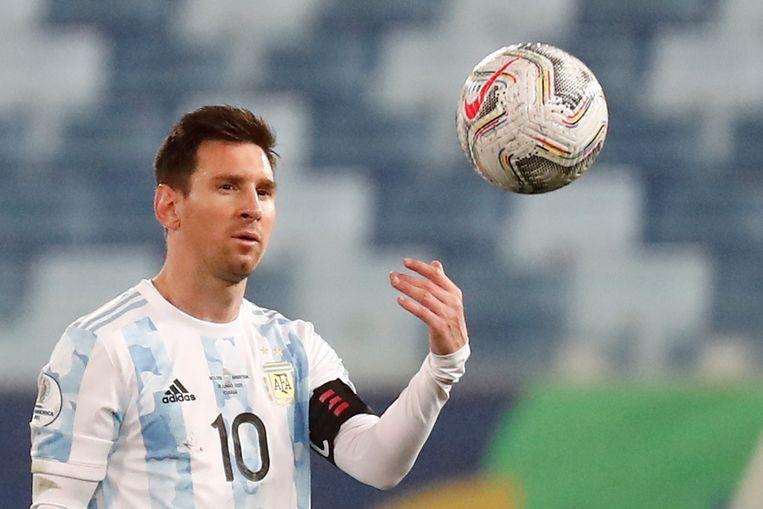 Lionel Messi, aanvoerder van Argentinië, tijdens de wedstrijd tegen Bolivia op de Copa America in Brazilië.  Beeld EPA