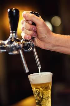 Partij die gratis bier uitdeelt, valt hard door de mand