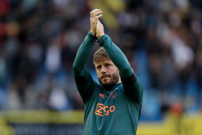 Lasse Schöne bedankt het publiek na het duel met Vitesse (2-2).