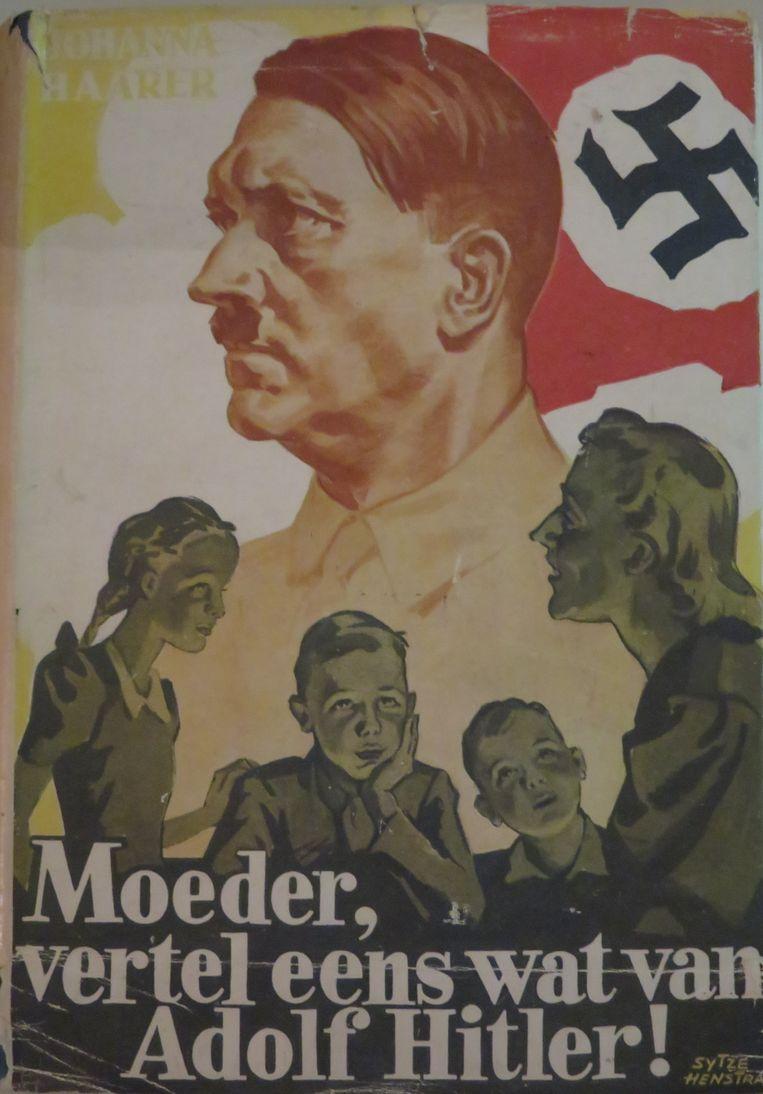 In 'Moeder vertel eens wat van Adolf Hitler' van Johanna Haarer leren kinderen dat ze bij de Hitlerjugend moeten gaan om zich te ontwikkelen tot Duitse modelburgers. Beeld Museum Meermanno