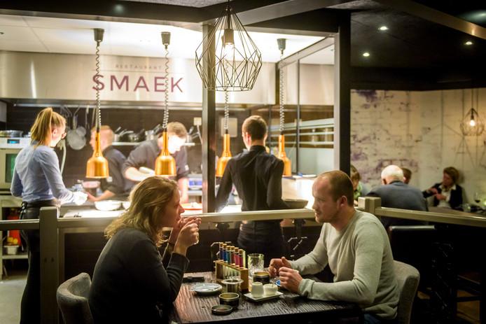 Restaurant Smaek is volgens de huidige trends ingericht.