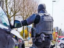 'Zware jongens' van de politie halen voortvluchtige veroordeelde uit auto in Arnhemse wijk