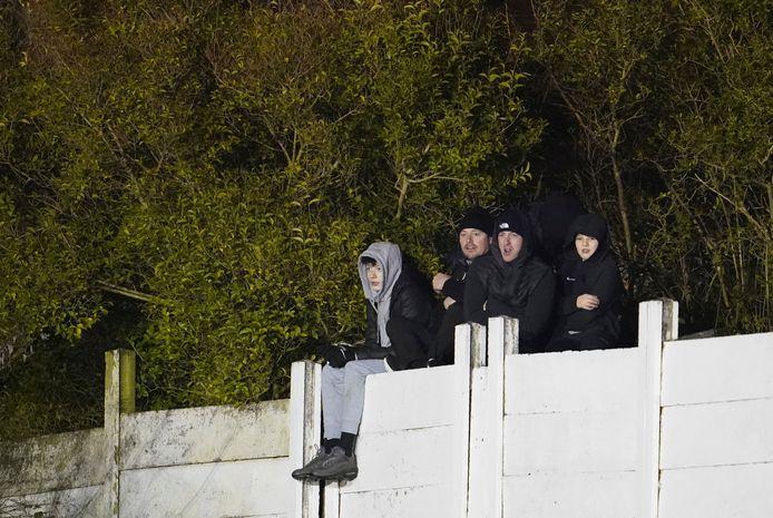 Enkele fans van Chorley wilden toch een glimp van de match opvangen.
