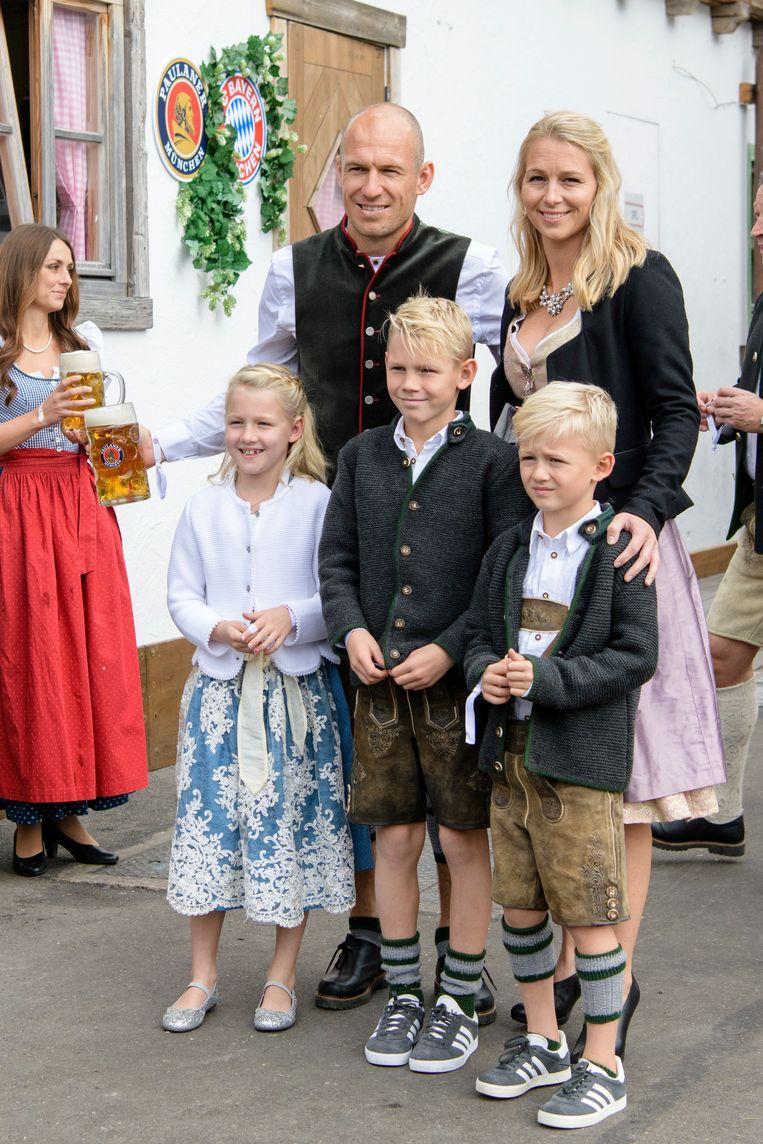 Arjen Robben met gezin tekende present.