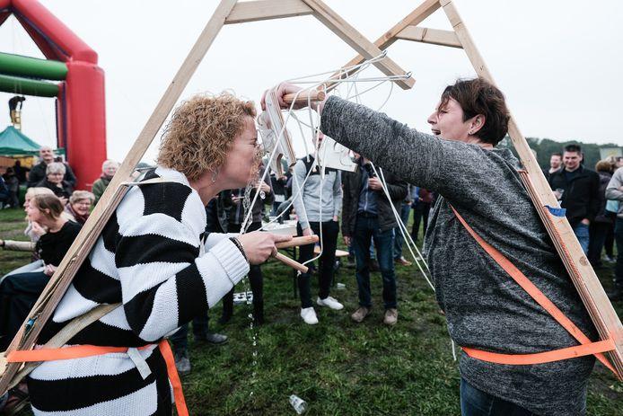 Hét spektakelstuk op het Varssels feest was dit jaar het zogenoemde marionetdrinken.