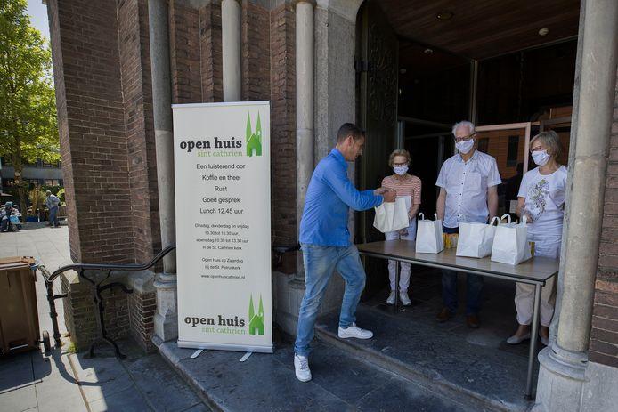 Daniël Tielemans bij het kraampje van het Open Huis Sint Cathrien.