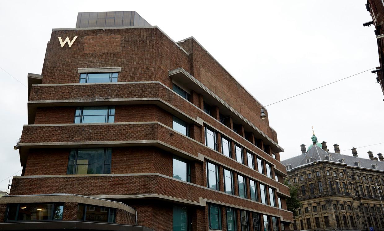 Eén van de twee panden van hotel W Amsterdam achter het Paleis op de Dam. Ook het voormalige bankgebouw aan de Spuistraat maakt deel uit van het complex Beeld Hollandse Hoogte /  ANP