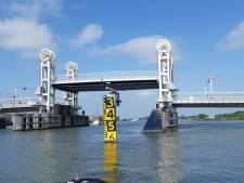Stadsbrug in Kampen vertoont kuren, gemeente kan niet garanderen dat de storing verholpen is