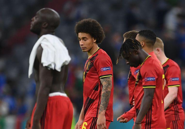 Een beteuterde Romelu Lukaku, Axel Witsel en Jérémy Doku na de match tegen Italië. Beeld Pool via REUTERS