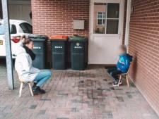 Basisschooljuf Pien gaat viral met 'stoepbezoek' bij haar leerlingen