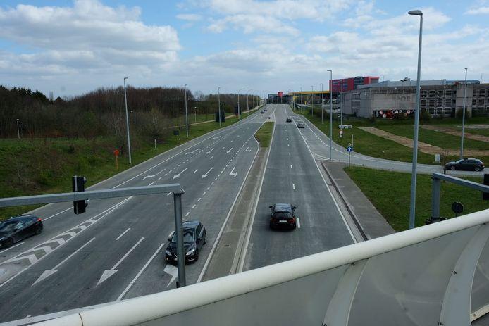 De fietsersbrug komt over de drukke Haachtsesteenweg in Melsbroek en zorgt voor een betere verbinding tussen het centrum van Vilvoorde en de vrachtluchthaven Brucargo.