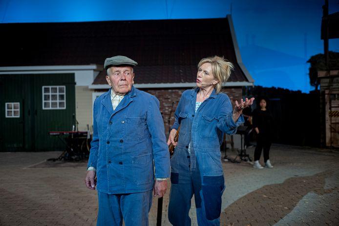 Het succesvolle Hanna van Hendrik krijgt een vervolg met opnieuw de vliegbasis als Twente als decor: veertig voorstellingen over de April-Meistaking in het Twents