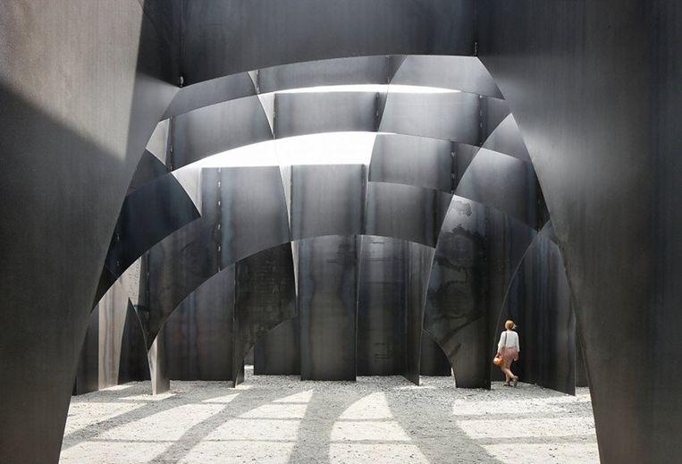 Doolhof op de C-mine van Gijs Van Vaerenbergh. Meer sculptuur dan architectuur. Beeld rv