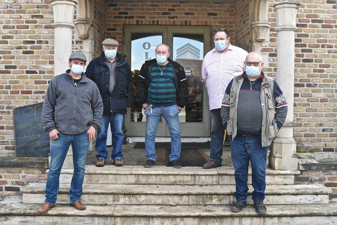 Cafébaas Martin met de andere werknemers van de verkoopzaal.