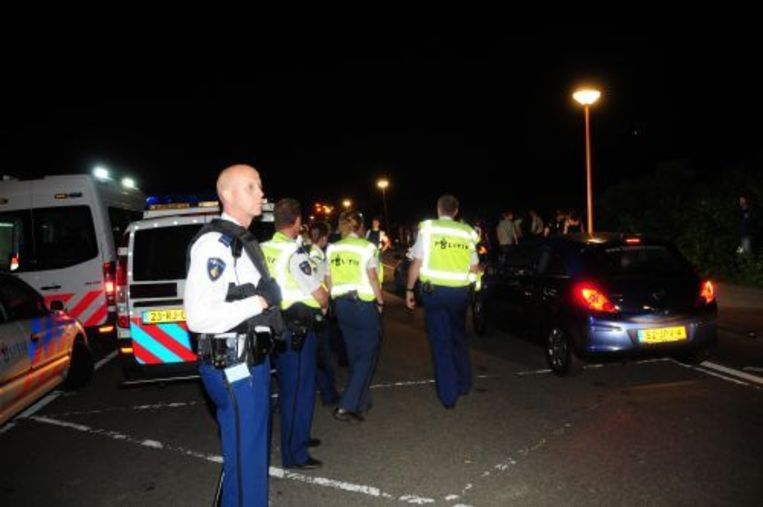 De politie in actie tijdens de strandrellen van Hoek van Holland. ANP Beeld